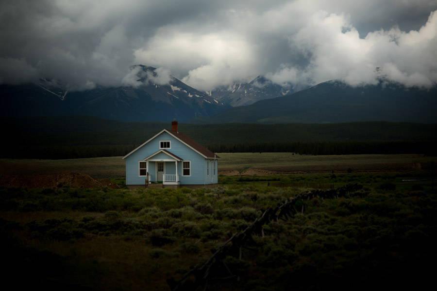 雲のかかる家