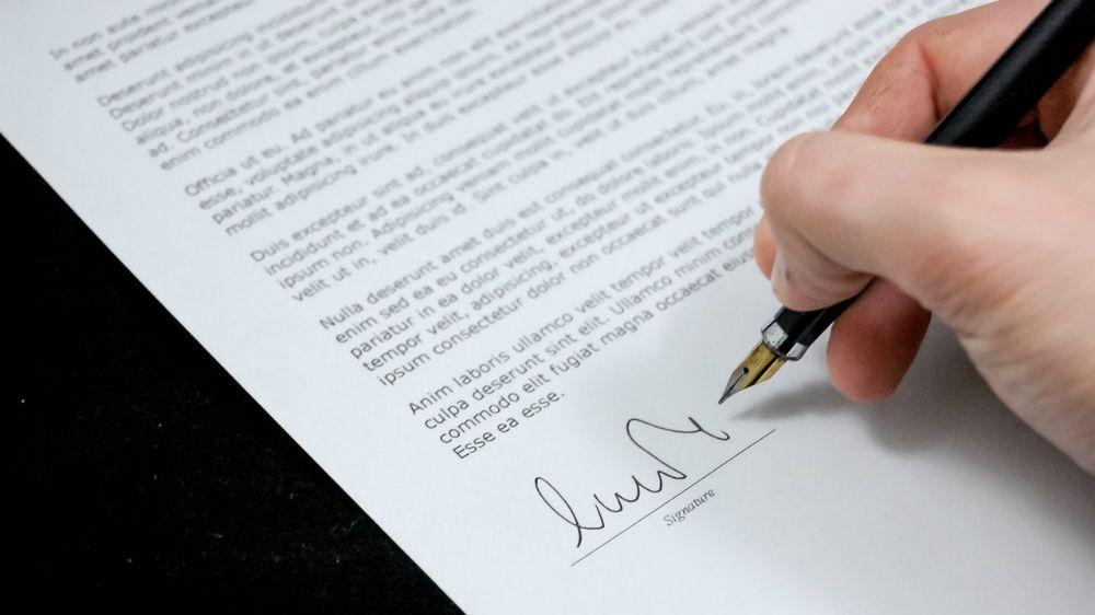 書面にサイン