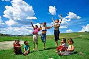 草原と子どもたち