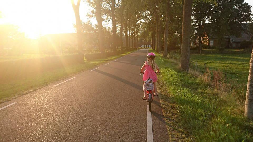 女の子と自転車
