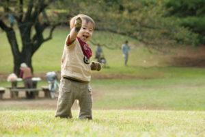 幼児と公園