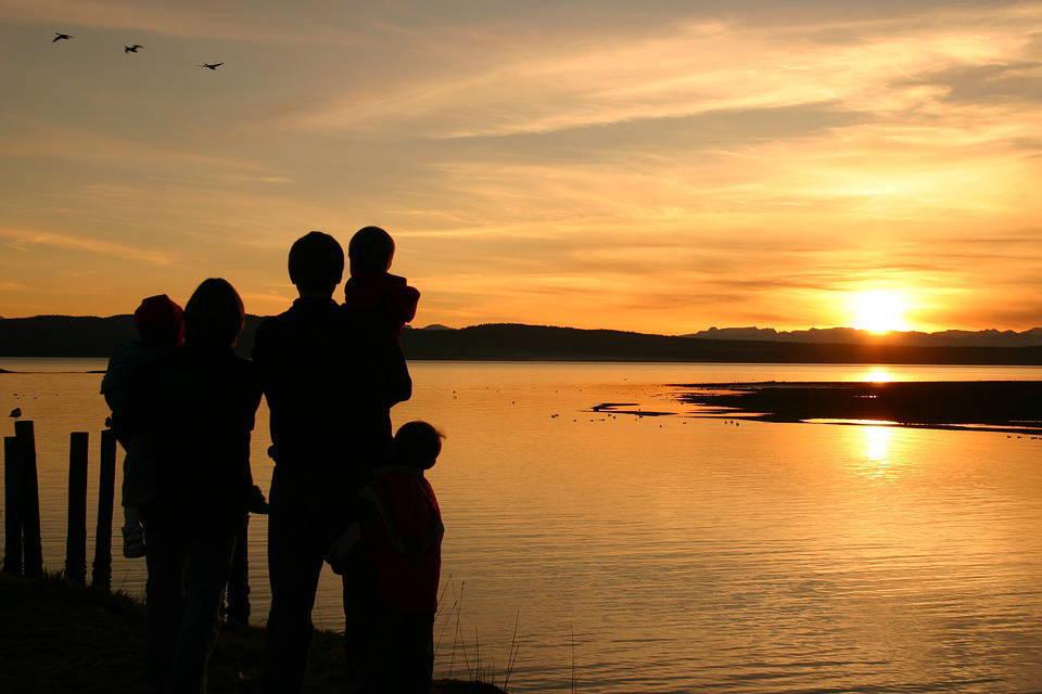 夕日と家族